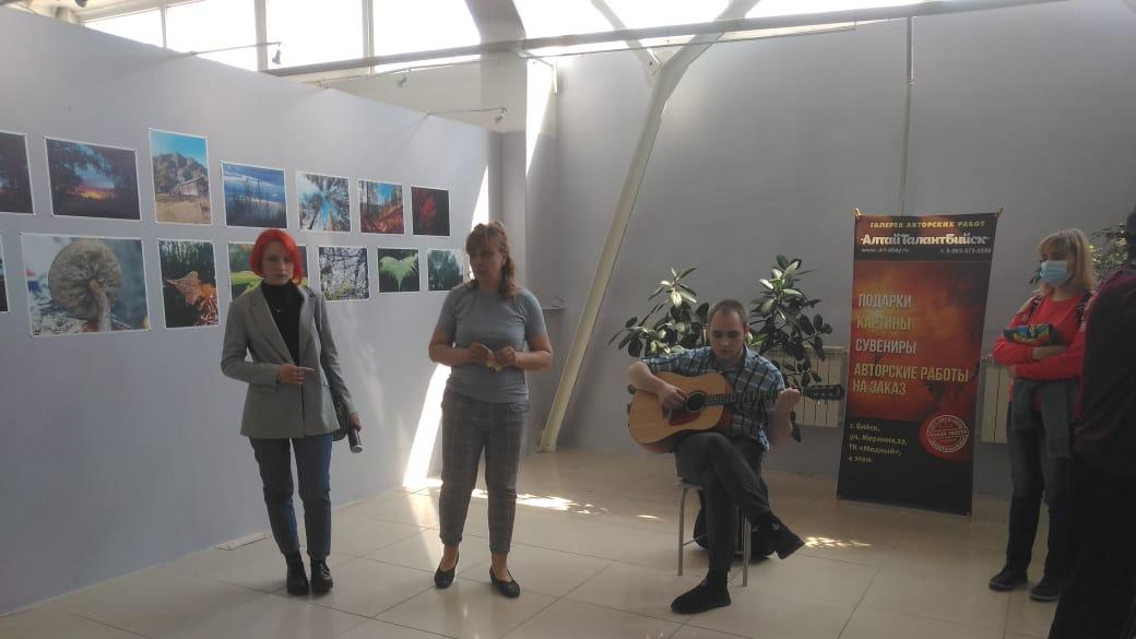 Выставка студентки АКПТиБ открылась  в галерее современного искусства «АлтайТалантБийск»