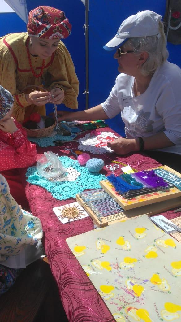 Студенты и преподаватели АКПТиБ стали участниками краевого фестиваля «Алтайские плетенки»